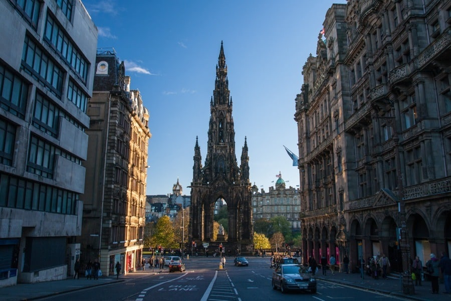 The Scott Monument - heading towards