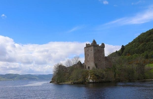 A Guide To: Urquhart Castle – The Highlands